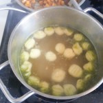 Gnocchi zijn klaar wanneer ze bovendrijven (hier in bouillon)
